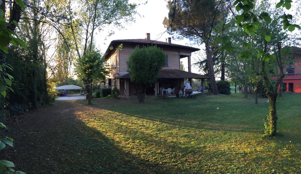 Soluzione Indipendente in vendita a Traversetolo, 16 locali, prezzo € 640.000 | Cambio Casa.it