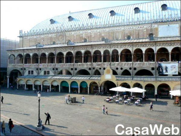Appartamento in affitto a Padova, 4 locali, prezzo € 1.500 | Cambio Casa.it
