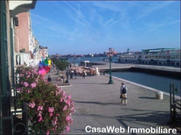 Capannone in affitto a Venezia, 4 locali, prezzo € 3.000 | Cambio Casa.it