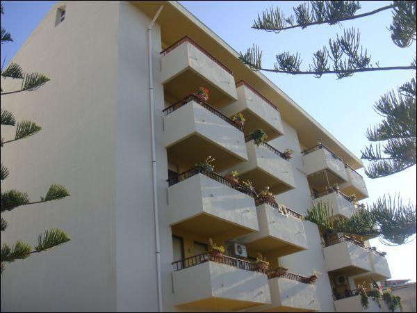 Appartamento in vendita a Bova Marina, 4 locali, prezzo € 100.000 | Cambio Casa.it