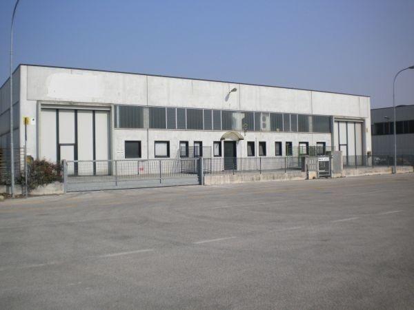 Capannone in affitto a Lonigo, 9999 locali, Trattative riservate | Cambio Casa.it