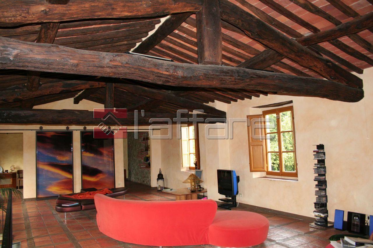 Villa in vendita a Lucca, 8 locali, prezzo € 690.000 | CambioCasa.it
