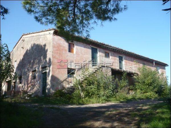 Rustico / Casale in vendita a Crespina Lorenzana, 10 locali, prezzo € 450.000   Cambio Casa.it