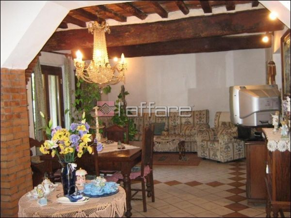 Villa in vendita a Crespina Lorenzana, 10 locali, prezzo € 650.000 | Cambio Casa.it