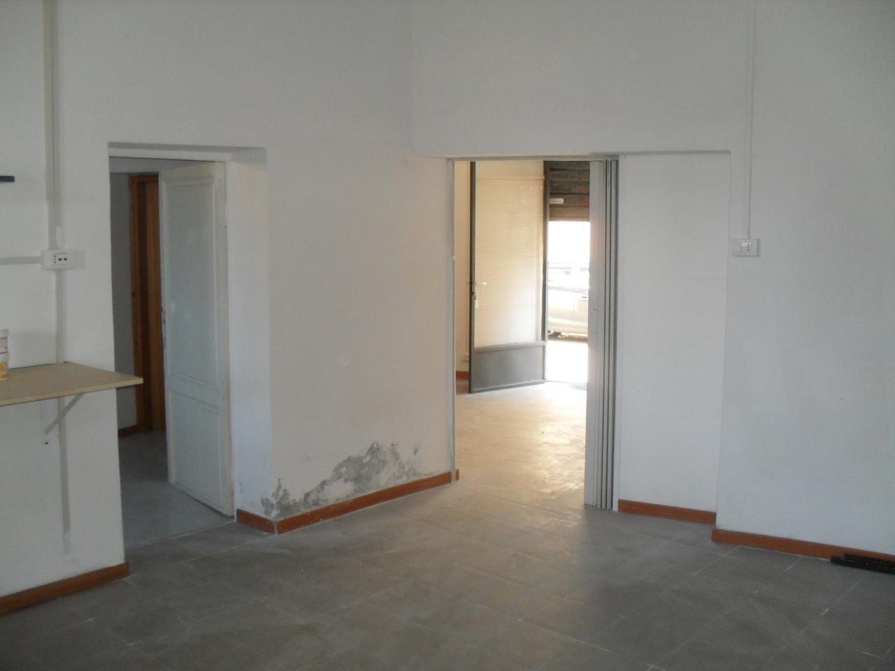 Ufficio / Studio in affitto a Pontedera, 3 locali, prezzo € 300 | Cambio Casa.it