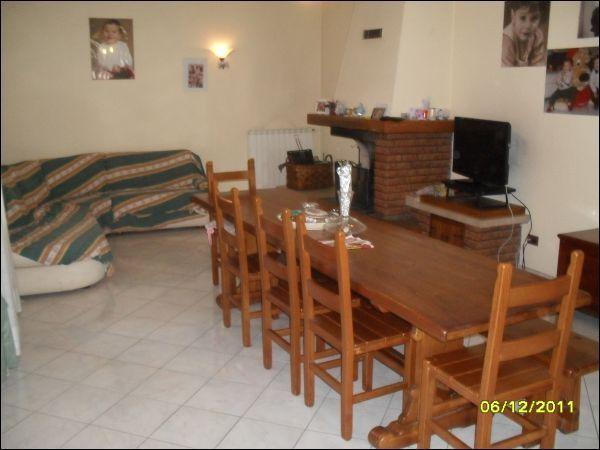 Villa in vendita a Bientina, 8 locali, prezzo € 350.000 | Cambio Casa.it