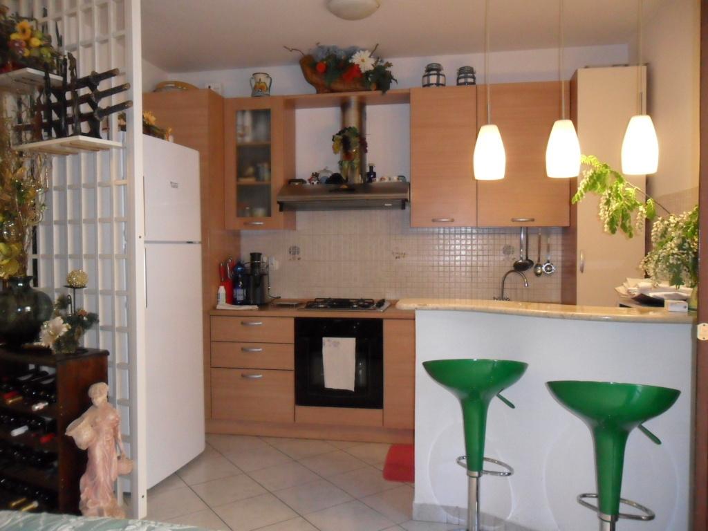 Appartamento in vendita a Castorano, 3 locali, prezzo € 80.000   Cambio Casa.it