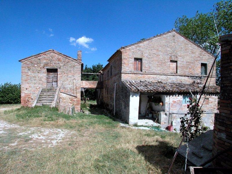 Rustico / Casale in vendita a Monte Rinaldo, 10 locali, prezzo € 280.000 | Cambio Casa.it
