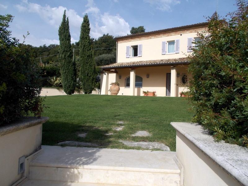 Villa in vendita a Lapedona, 11 locali, prezzo € 1.500.000 | Cambio Casa.it