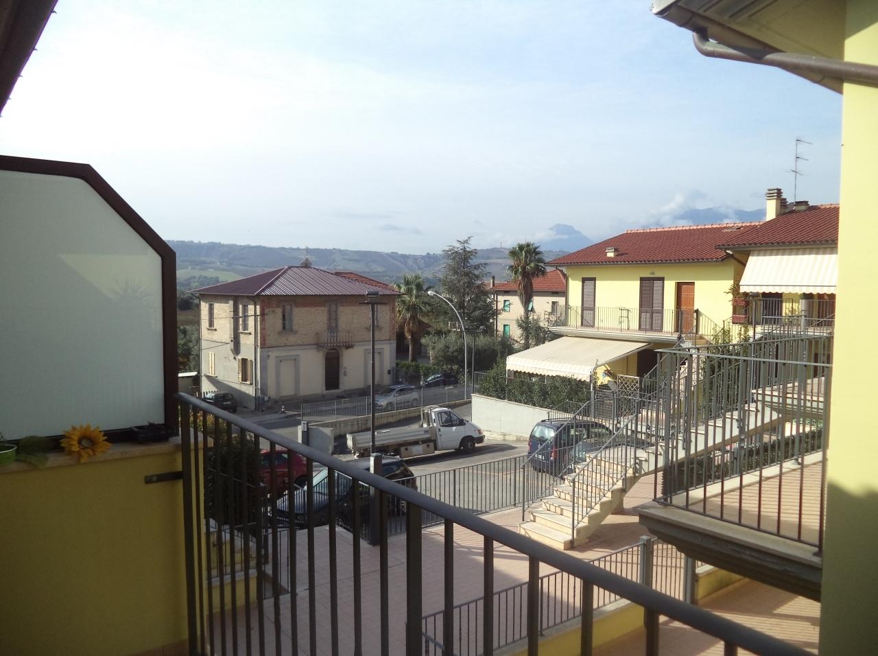 Appartamento in vendita a Colli del Tronto, 3 locali, prezzo € 115.000 | Cambio Casa.it