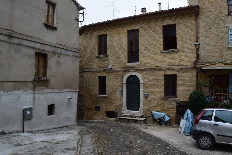 Soluzione Indipendente in vendita a Spinetoli, 7 locali, prezzo € 150.000 | Cambio Casa.it