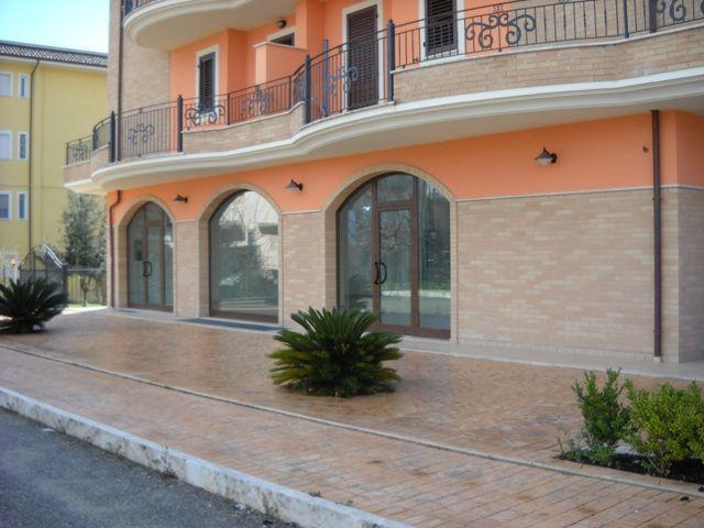 Negozio / Locale in affitto a Monsampolo del Tronto, 1 locali, prezzo € 900 | CambioCasa.it