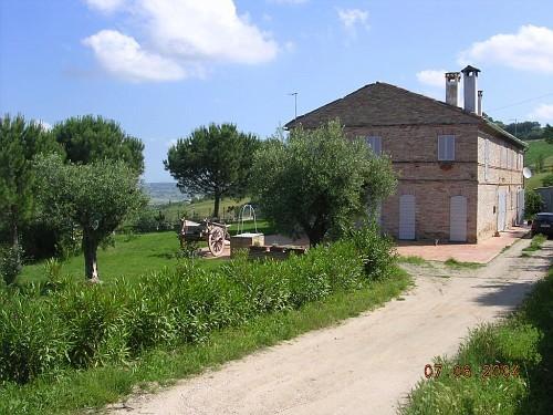 Rustico / Casale in vendita a Monterubbiano, 6 locali, prezzo € 680.000 | CambioCasa.it