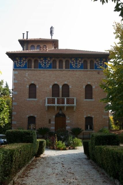 Villa in vendita a Macerata, 13 locali, Trattative riservate | Cambio Casa.it