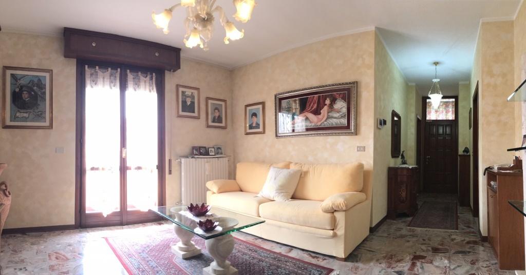 Soluzione Indipendente in vendita a Chiari, 5 locali, prezzo € 245.000 | Cambio Casa.it