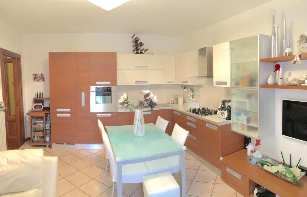 Appartamento in vendita a Cologne, 3 locali, prezzo € 150.000 | Cambio Casa.it