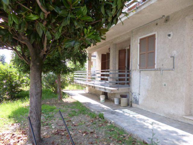 Soluzione Indipendente in vendita a Maiolati Spontini, 12 locali, Trattative riservate | Cambio Casa.it