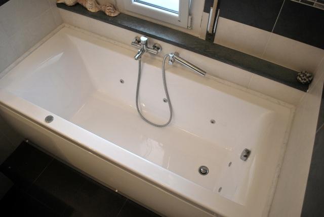 Bagno pioarticolare vasca idromassagg.JPG