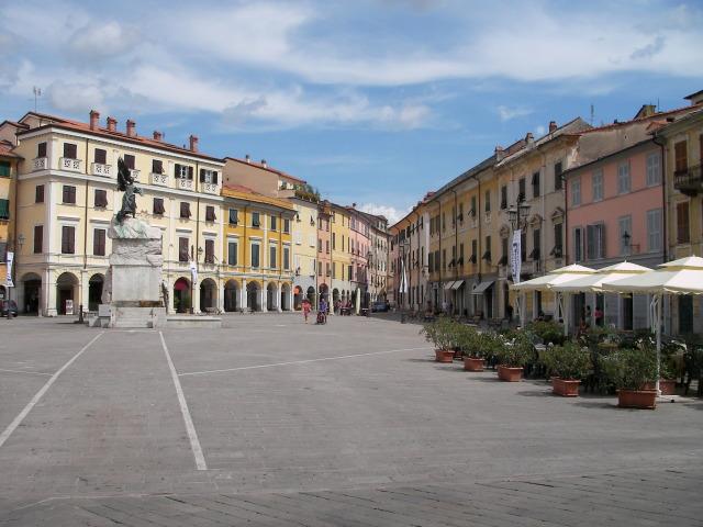 32_Sarzana-Piazza-Matteotti.JPG