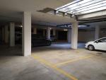 parcheggio con due posti auto privati