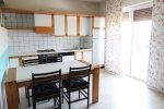 cucina con accesso alla terrazza