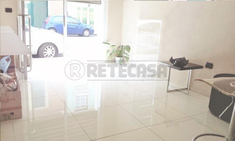 Negozi e uffici in affitto a viareggio di 30mq uf132 for Cerco ufficio in affitto