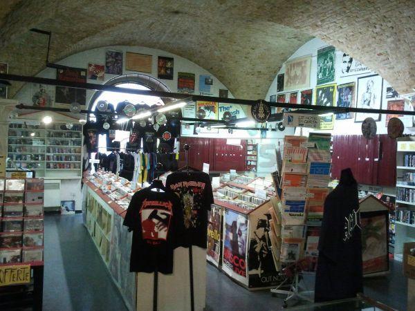 Negozio / Locale in affitto a Perugia, 1 locali, prezzo € 2.000 | Cambio Casa.it