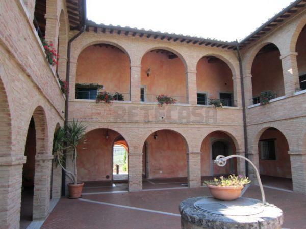 Appartamento in vendita a Monteroni d'Arbia, 5 locali, prezzo € 570.000 | Cambio Casa.it