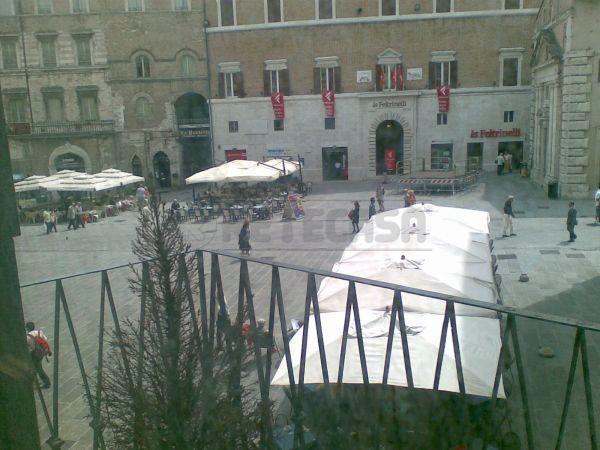 Negozio / Locale in affitto a Perugia, 9999 locali, prezzo € 1.300 | Cambio Casa.it