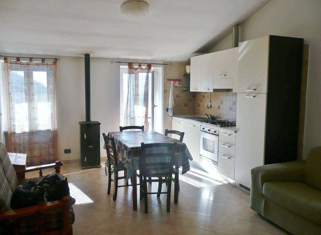 Appartamento in vendita a Casarza Ligure, 5 locali, prezzo € 250.000 | Cambiocasa.it