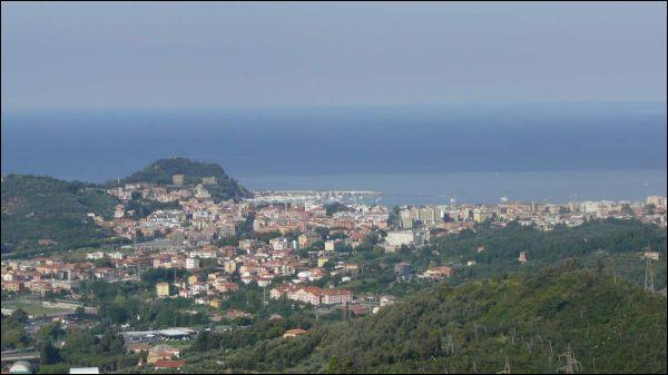 Appartamento in vendita a Casarza Ligure, 6 locali, prezzo € 390.000 | Cambiocasa.it