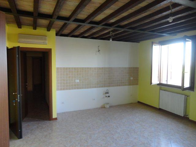 Appartamento in vendita a Sissa-Trecasali, 3 locali, prezzo € 87.000 | Cambio Casa.it