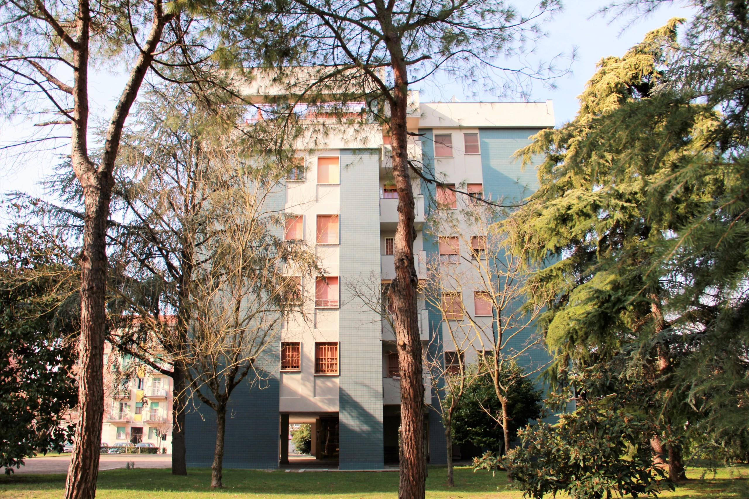 www.la-commerciale.com - Rif. COM010