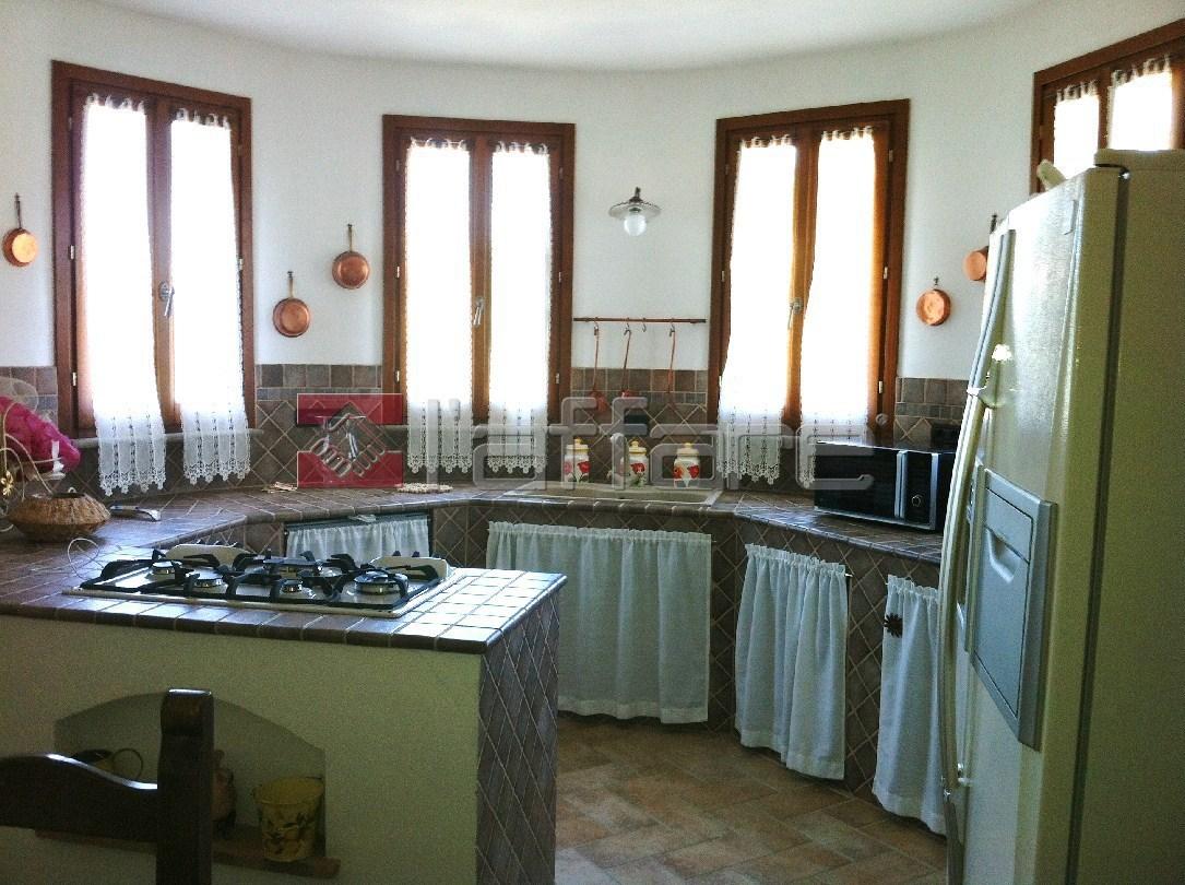 Appartamento in vendita a Casciana Terme Lari, 7 locali, prezzo € 350.000 | Cambio Casa.it