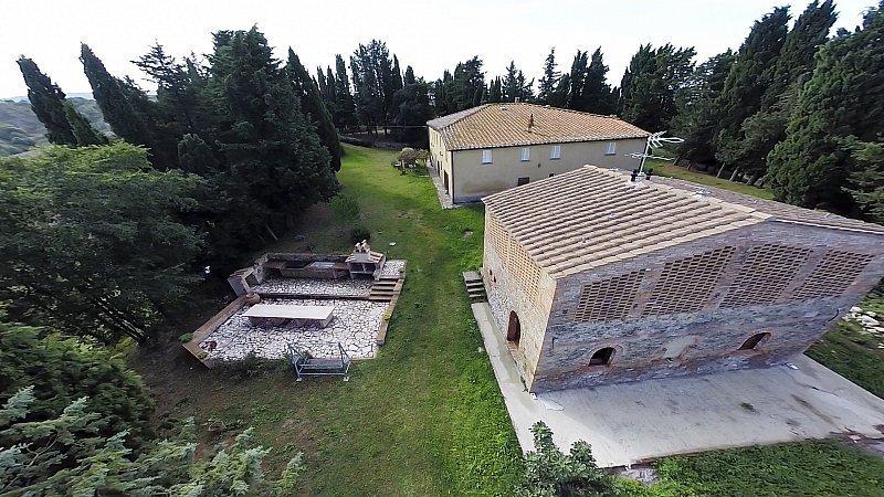 Rustico / Casale in vendita a Volterra, 25 locali, Trattative riservate | Cambiocasa.it