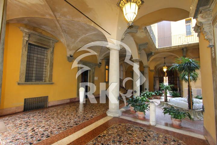 Ufficio ufficio di rappresentanza in affitto bologna for Affitto ufficio centro storico