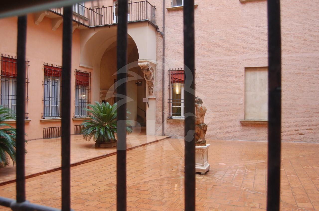 Ufficio ufficio di rappresentanza in affitto bologna for Affitto ufficio roma centro storico