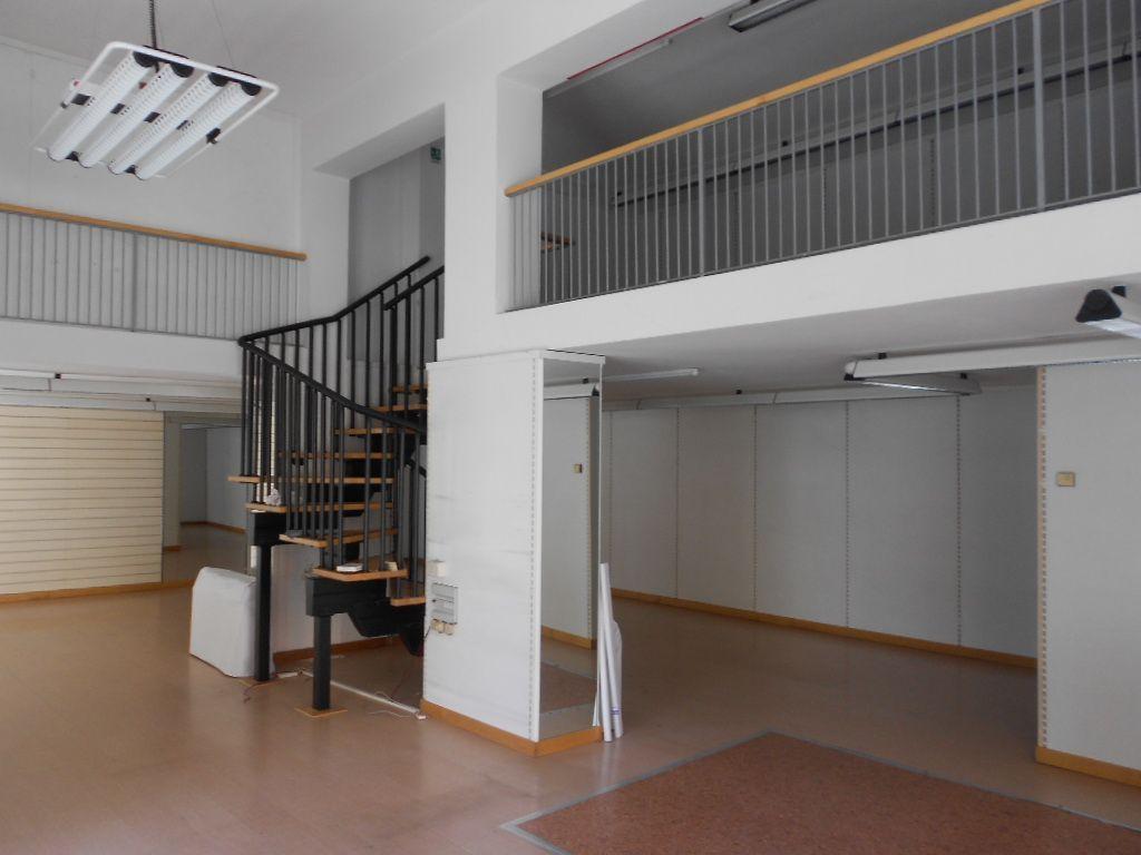 Negozio / Locale in affitto a Pontedera, 3 locali, prezzo € 1.500 | Cambio Casa.it