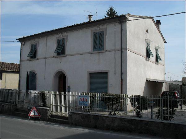 Villa in vendita a Buti, 9 locali, prezzo € 330.000 | CambioCasa.it