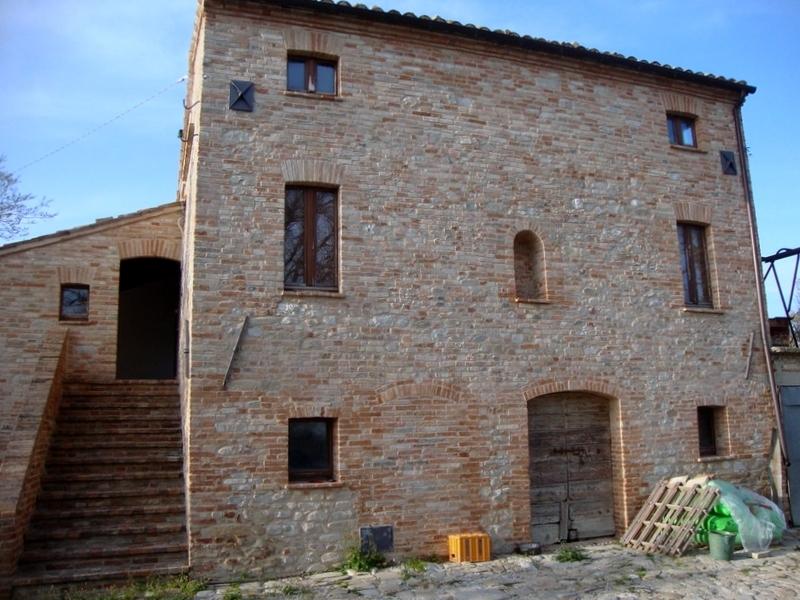 Rustico / Casale in vendita a Montedinove, 6 locali, prezzo € 450.000   Cambio Casa.it