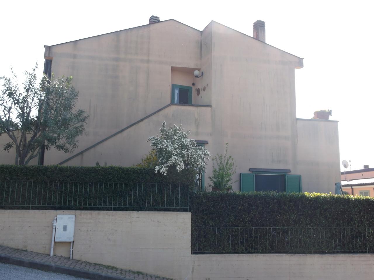 FF - Giardino 2 - Porta Cucina e Finestra Camera 2