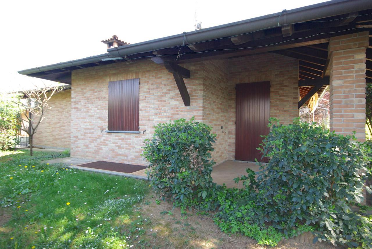 Villa singola con taverna in vendita carbonate progetto kasa for Disegni di casa su un livello