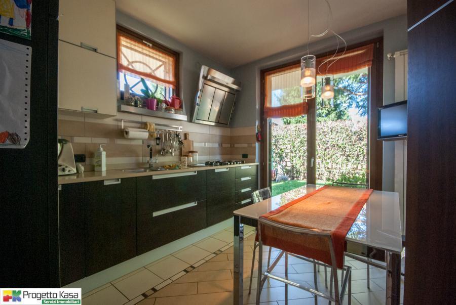 Villa con cucina abitabile