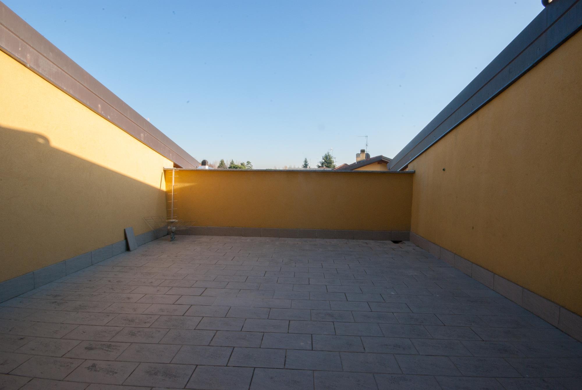 3 locali con terrazzo