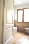 Secondo bagno finestrato con vasca .JPG