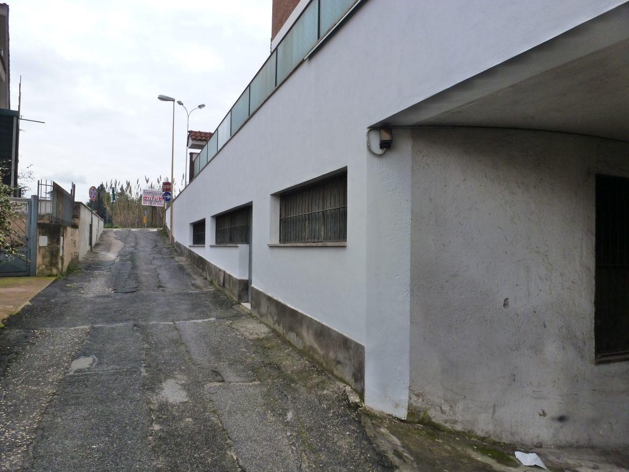 Garage posto auto doppio in vendita ciampino tuscolana case for Affitto ufficio tuscolana