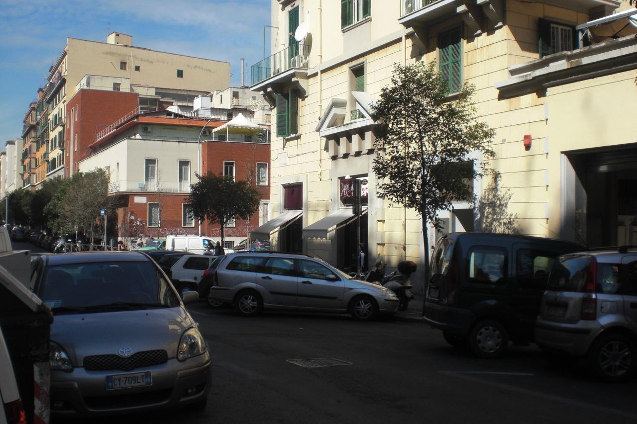 Locale commerciale 1 vetrina in affitto roma san giovanni for Affitto uso ufficio roma san giovanni