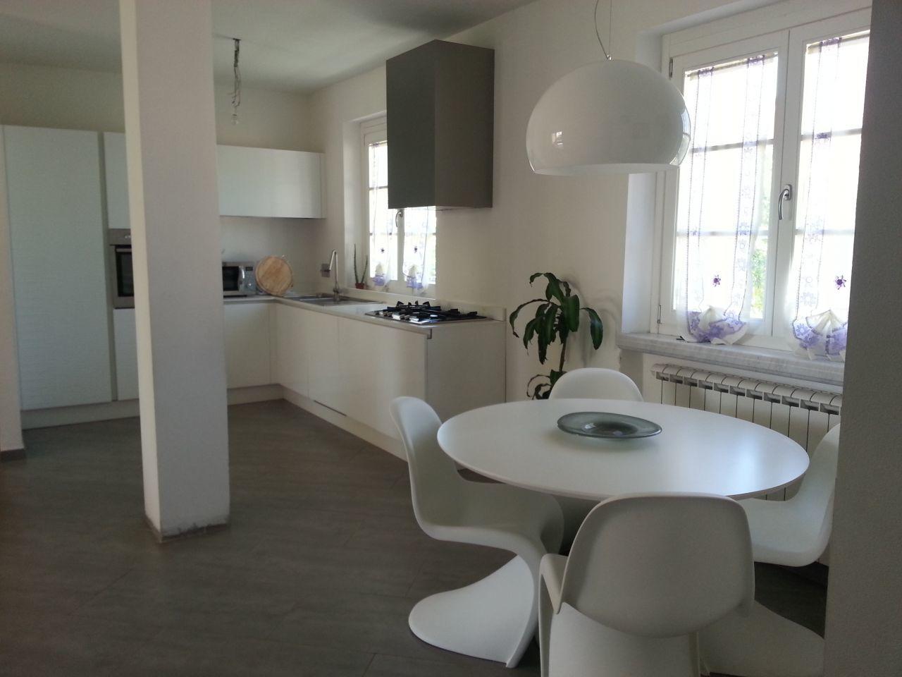 Casa indipendente 5 locali in vendita a Ortonovo (SP)