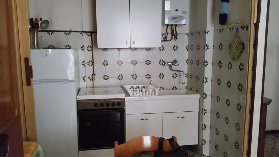 Bilocale in affitto sarzana sp for Arredo bagno sarzana