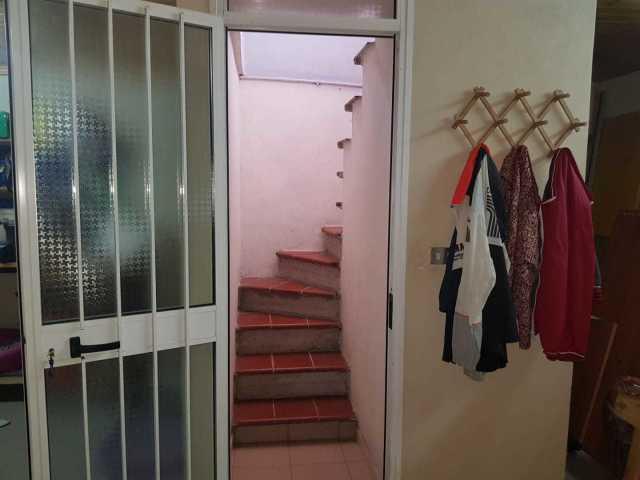 porta con scala accesso da garage a loggia